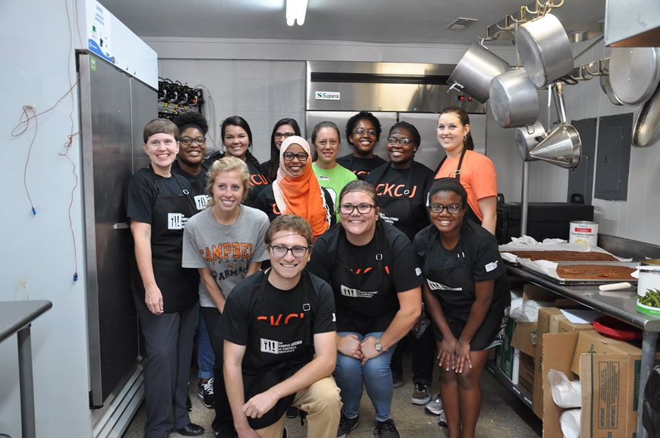 this picture depicts volunteerism for college students at Campbell University