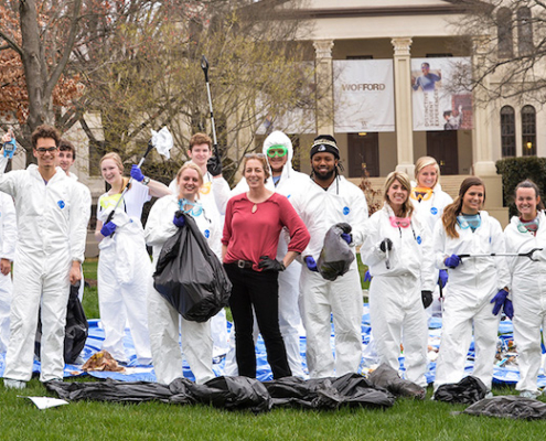 this photo shows a group of Wofford College students who major in environmental studies